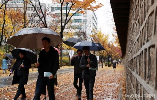 [사진]출근길에 찾아온 가을비