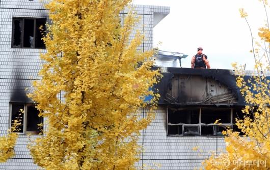 [사진]불에 그을린 종로구 고시원