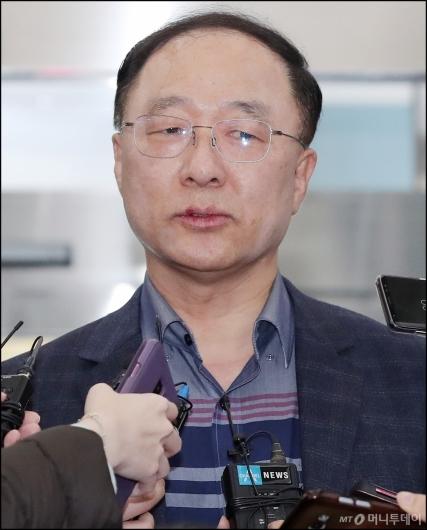 [사진]청문회 준비하는 홍남기 경제부총리 후보자