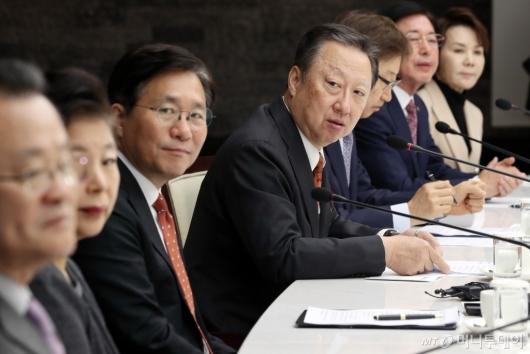 [사진]모두발언하는 박용만 회장