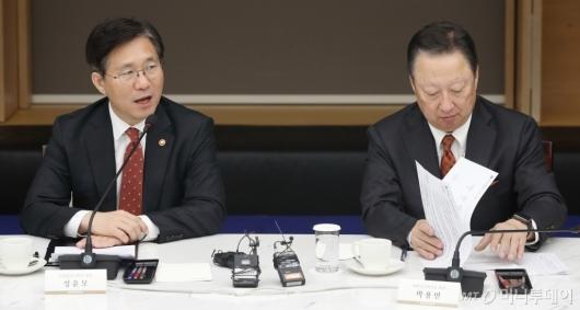 [사진]모두발언하는 성윤모 산업통상자원부 장관