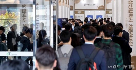 [사진]2018 삼성협력사 채용한마당 찾은 구직자들