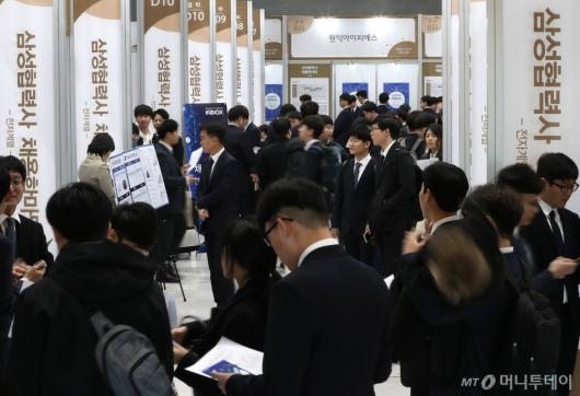 [사진]삼성협력사 채용한마당 찾은 구직자들