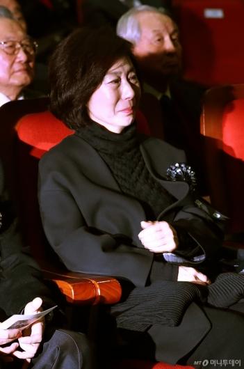 [사진]'김영삼 서거 3주기' 눈물 흘리는 며느리 김현정씨