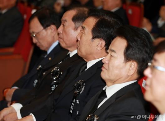 [사진]여·야 당대표, 김영삼 전 대통령 서거 3주기 추모식 참석