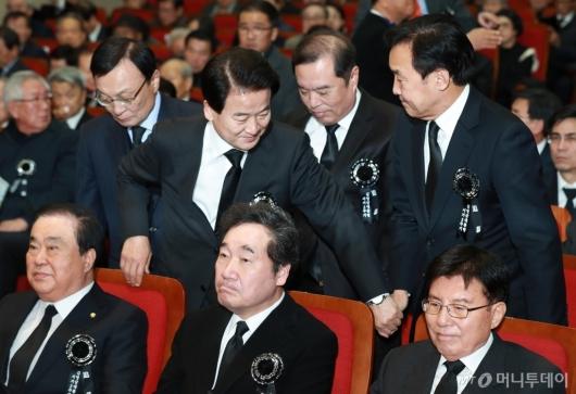 [사진]김영삼 서거 3주기 추모식 참석한 여·야 당대표