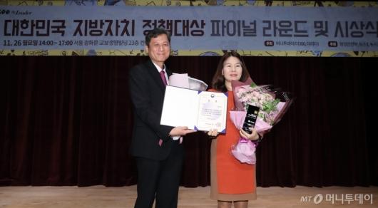 [사진]충청남도, '대한민국 지방자치 정책대상' 대상 수상