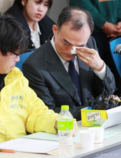 [사진]'형제복지원 피해자 사과' 검찰총장의 눈물