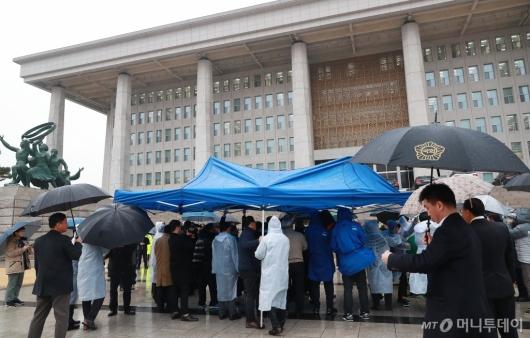 [사진]천막당사 설치하는 민주평화당