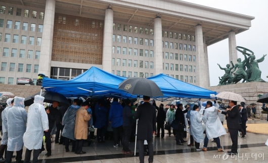 [사진]민주평화당, 국회 본청 앞 천막당사 설치