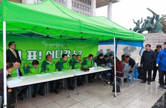 [사진]민주평화당, 천막당사 최고위원회의