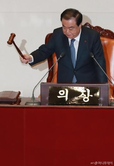 [사진]내년도 예산안 상정하는 문희상 국회의장