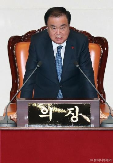 [사진]정회 선언하는 문희상 국회의장