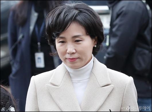 [사진]조사실 향하는 이재명 지사 부인 김혜경씨