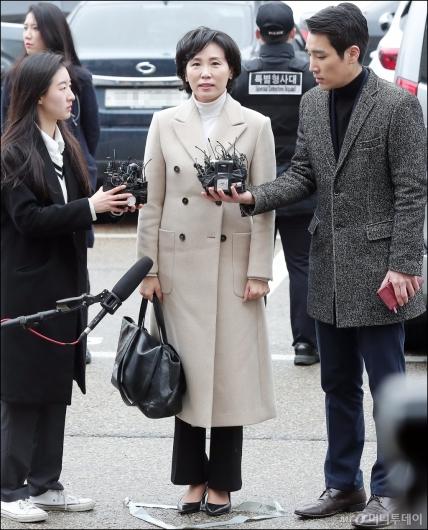 [사진]포토라인에 선 이재명 지사 부인 김혜경씨