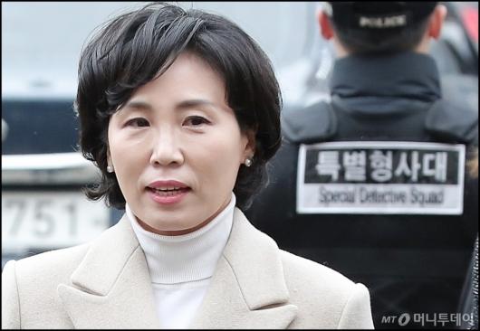 [사진]피의자 신분으로 조사받는 김혜경씨