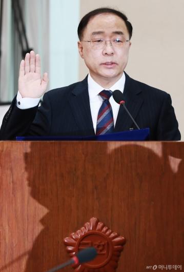 [사진]검증대 선 홍남기 경제부총리 후보자