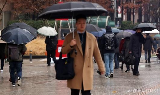 [사진]출근길에 내린 중국발 황사비