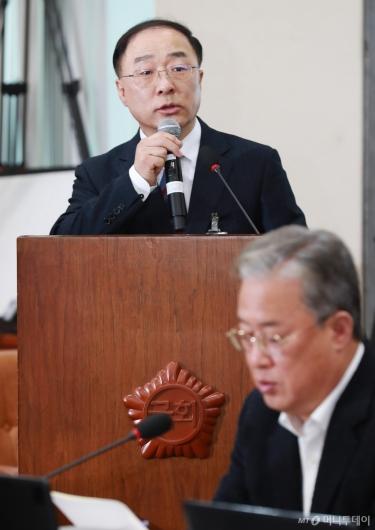 [사진]모두발언하는 홍남기 경제부총리 후보자