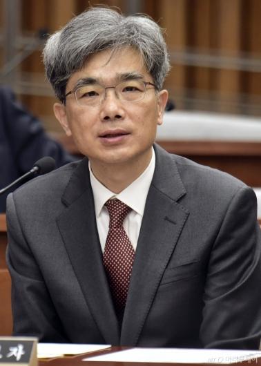 [사진]답변하는 김상환 대법관 후보자