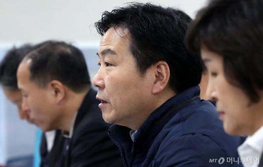 [사진]소상공인연합회와 간담회 갖는 홍종학 장관