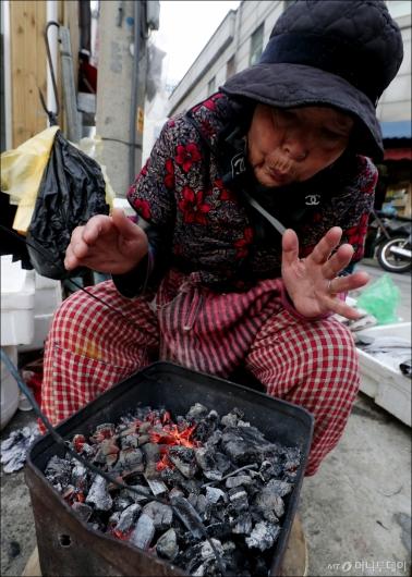 [사진]'모닥불 앞에 앉아'
