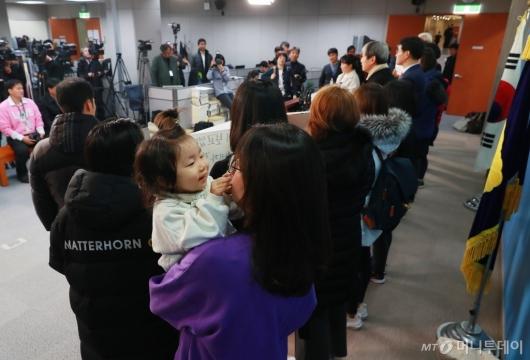 [사진]유치원3법 통과 촉구 기자회견...'저를 위한 법 만들어주세요'