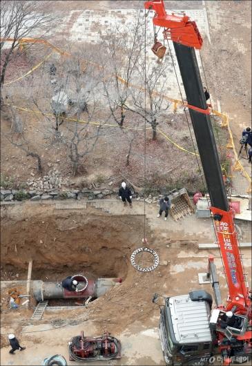 [사진]백석역 인근 온수관 파열 사고 복구 작업