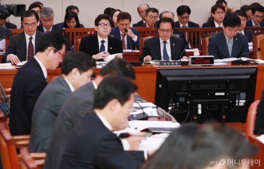 [사진]남북경협특위 출석한 관계부처 장관들