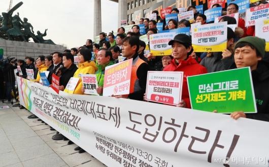 [사진]연동형 비례대표제 도입 촉구 7개 정당 긴급기자회견