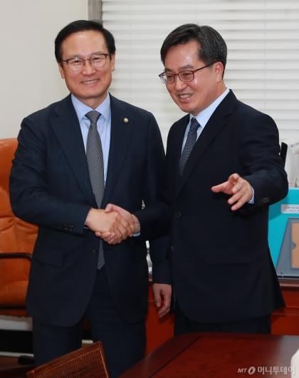[사진]홍영표 원내대표 만난 김동연 경제부총리