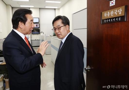 [사진]김동연 경제부총리, 김성태 자유한국당 원내대표 면담