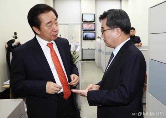[사진]김성태 원내대표 만난 김동연 경제부총리