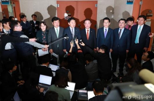 [사진]민주당-한국당 예산안 합의...뿔난 야3당