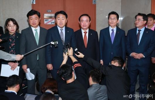 [사진]야3당, 민주당-한국당 예산안 밀실야합...'협치 끝'