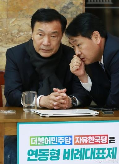 [사진]긴밀한 대화하는 손학규-김관영