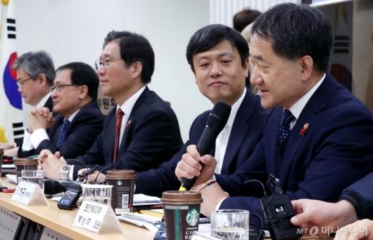 [사진]제9차 4차산업혁명위원회의 참석한 박능후 장관