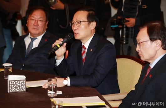 [사진]고위당정청 참석한 홍영표 원내대표