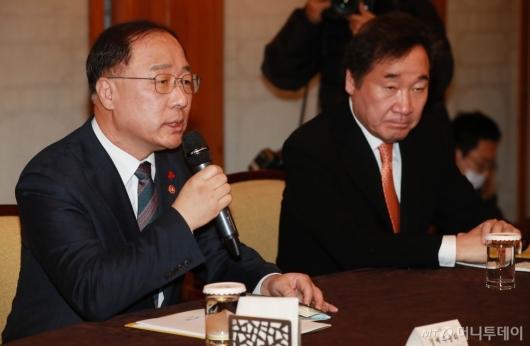 [사진]홍남기 경제부총리, 고위당정청 참석