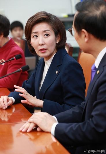 [사진]나경원 한국당 신임 원내대표, 홍영표 민주당 원내대표 예방