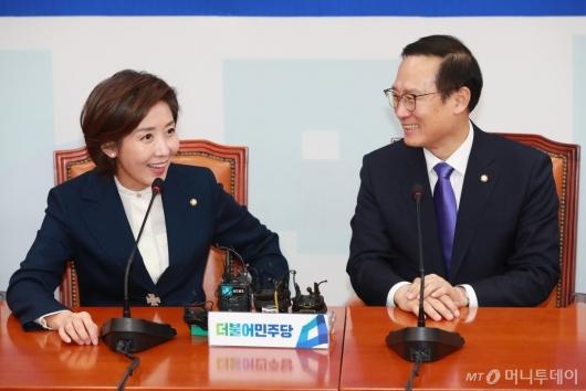 [사진]환담하는 홍영표-나경원 원내대표