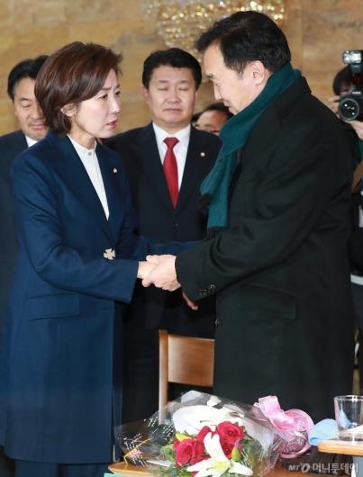 [사진]나경원, 단식농성 중인 손학규 대표 예방