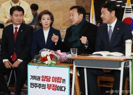 [사진]자유한국당 새 지도부, 단식 7일차 손학규 대표 예방