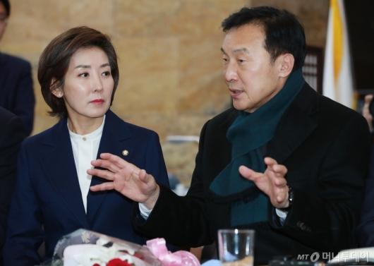 [사진]손학규 대표 예방한 나경원 신임 원내대표