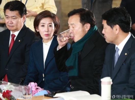 [사진]단식 7일차 손학규 대표 만난 나경원 신임 원내대표