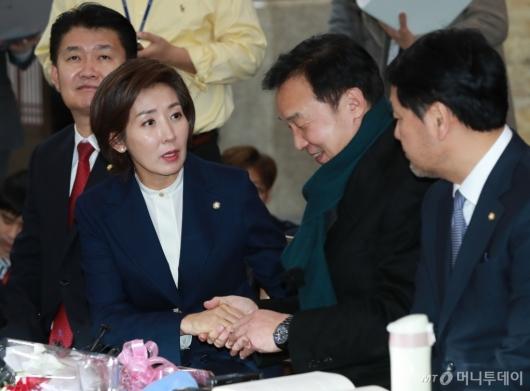 [사진]손학규 단식 만류하는 나경원 신임 원내대표