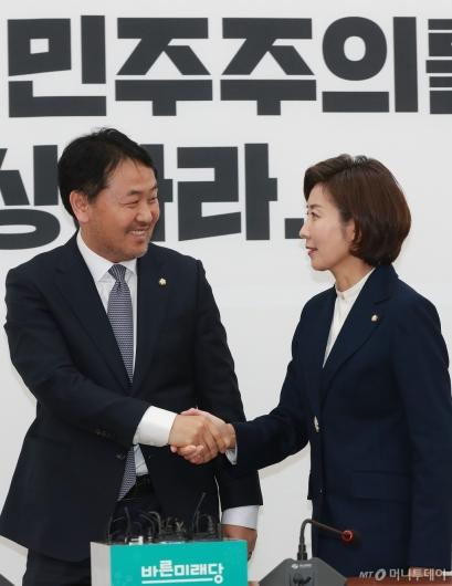 [사진]악수하는 김관영-나경원 원내대표