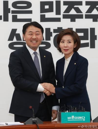 [사진]악수하는 나경원-김관영 원내대표