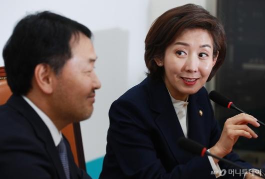 [사진]나경원 한국당 신임 원내대표, 김관영 바른미래당 원내대표 예방