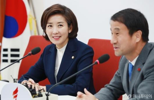 [사진]한병도 수석 접견하는 나경원 한국당 신임 원내대표